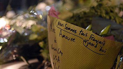 'Valor y fuerza' son las consignas de los homenajes en los alrededores de la sala Bataclan en París