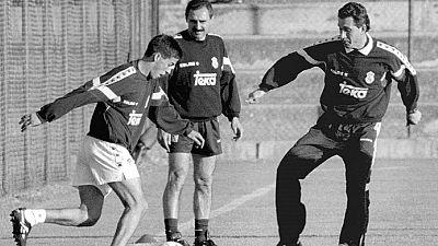 Los argentinos Jorge Valdano y Ángel Cappa dieron la alternativa a Raúl González en el Real Madrid. Veintiún años después, ambos recuerdan las impresiones de aquellos días con un jovencísimo Raúl.