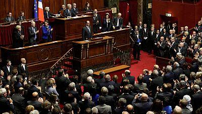 Los diputados y senadores franceses cantan La Marsellesa tras la intervención de Hollande