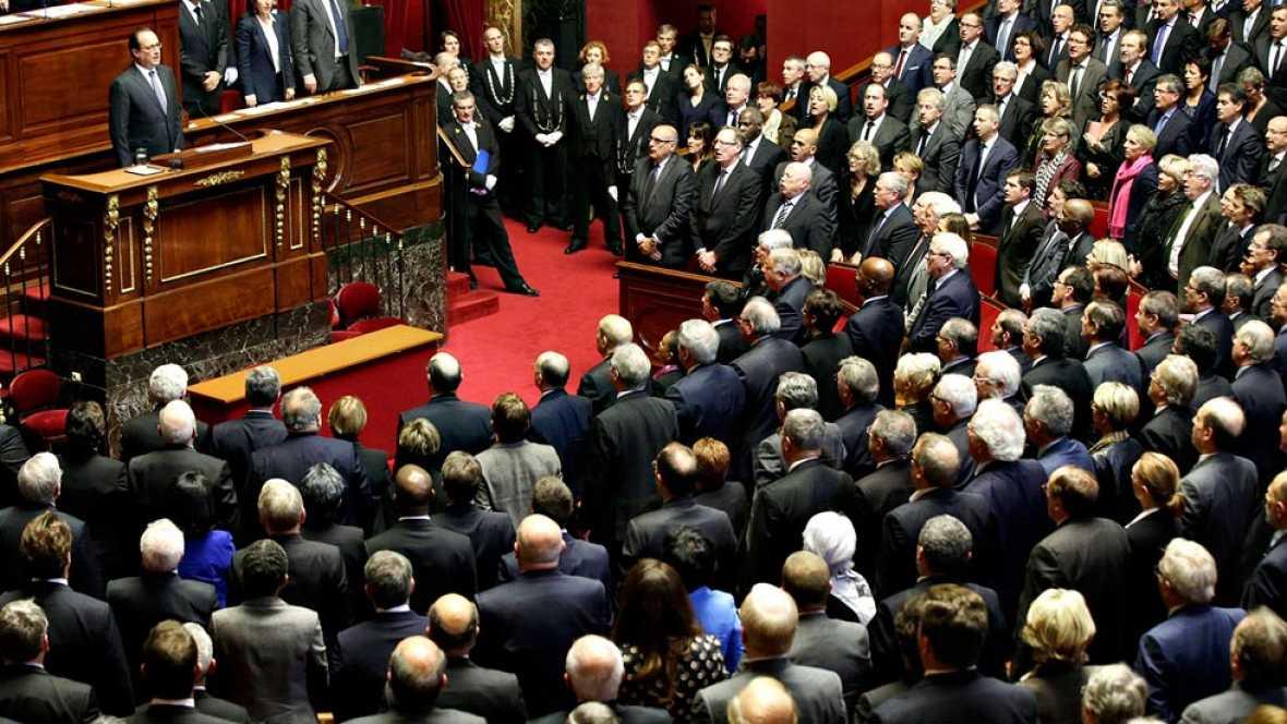 """Hollande ordena prolongar tres meses el estado de emergencia y advierte a los terroristas: """"No habrá tregua"""""""