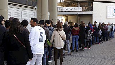 Tres anillos de seguridad, cinco calles cortadas y registros a la entrada del estadio para el Real Madrid-Barça