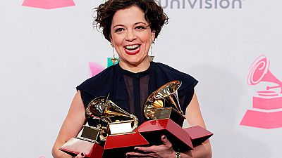 Natalia Lafourcade y Juan Luis Guerra, triunfadores de los Grammy Latinos