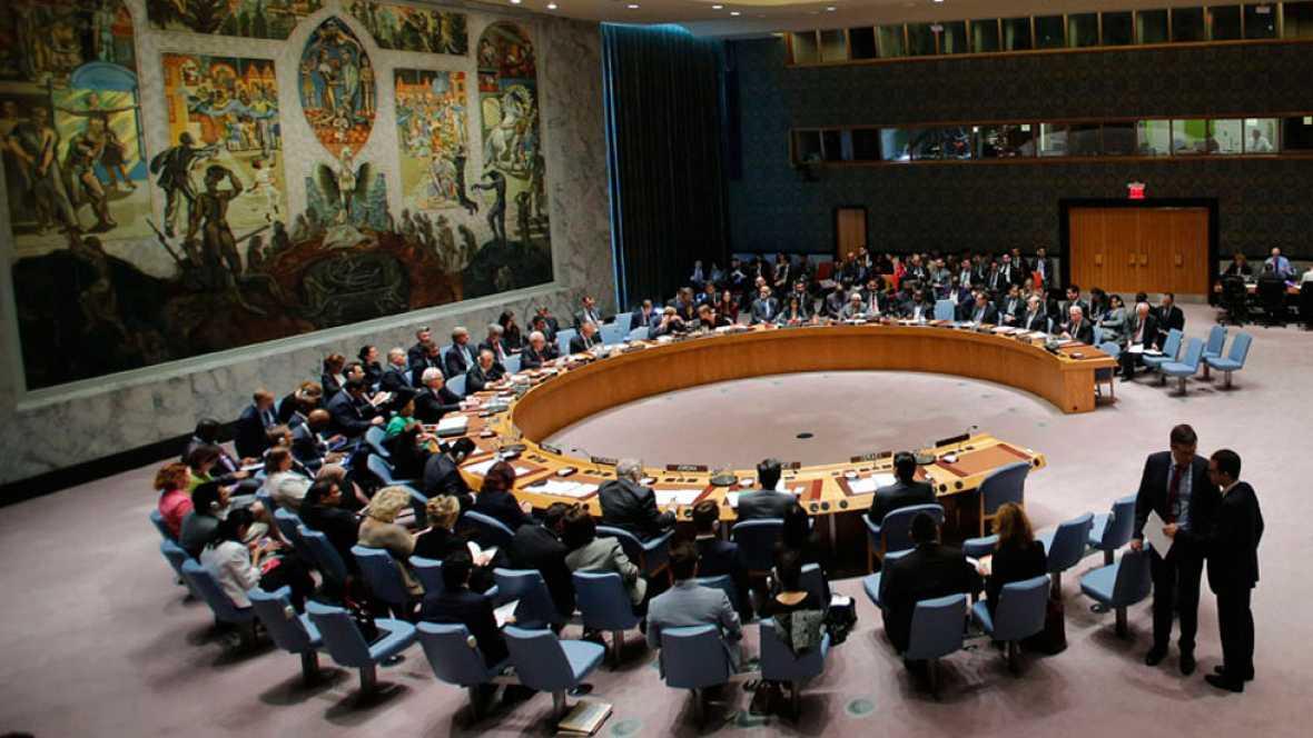 """El Consejo de Seguridad de la ONU ha alentado a todos los países con capacidad a tomar """"todas las medidas necesarias"""" para actuar contra los yihadistas del Estado Islámico (EI) en Siria e Irak.Francia ha obtenido el apoyo unánime del Consejo para dar"""