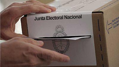 Los argentinos eligen presidente entre el peronista Scioli y el conservador Macri