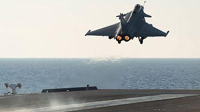 Los cazas del portaaviones francés Charles de Gaulle bombardean al Estado islámico en Irak