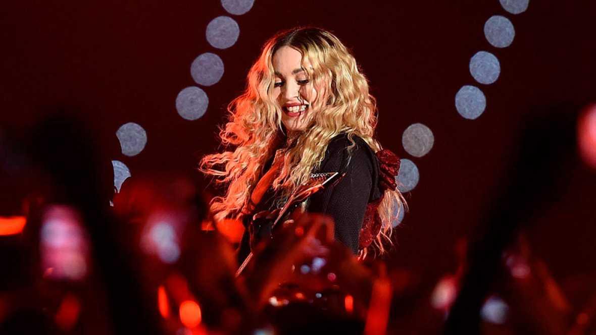Barcelona se rinde a Madonna en el primero de sus dos conciertos en Espa�a