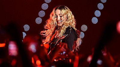 Barcelona se rinde a Madonna en el primero de sus dos conciertos en España
