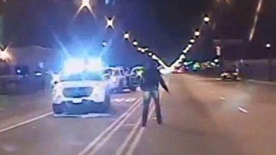 El juicio en Chicago a un policía por matar presuntamente a un joven negro revive las protestas
