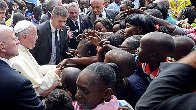 """El papa pide """"reconciliación, desarme y paz"""" en República Centroafricana"""