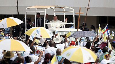 El Papa visita la Mezquita de Bangui, en República Centroafricana, como punto final a su viaje a África