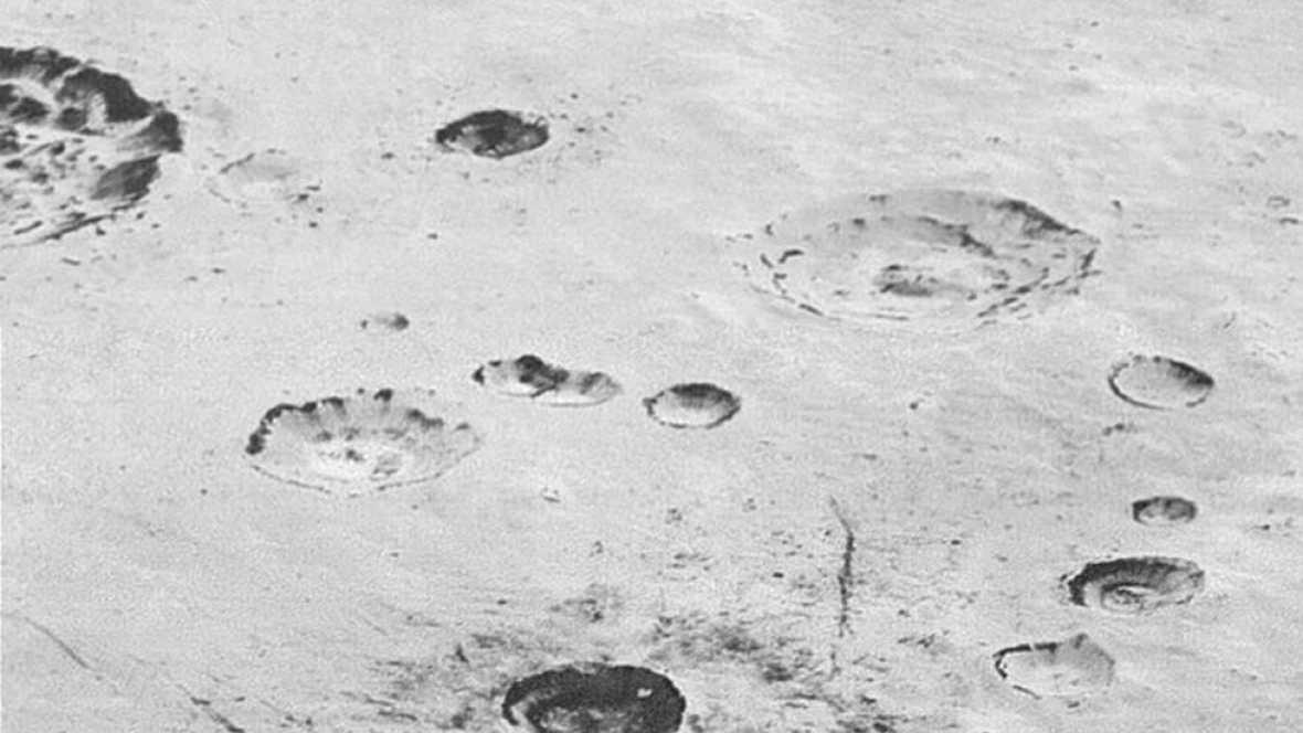 La NASA publica nuevas imágenes de Plutón, sus montañas y sus cráteres