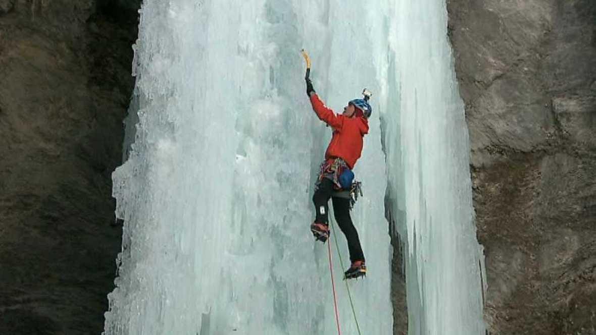 Al filo de lo imposible - 'Una noche con Calipso': escalada en cascadas de hielo de los Alpes (1)  - Ver ahora
