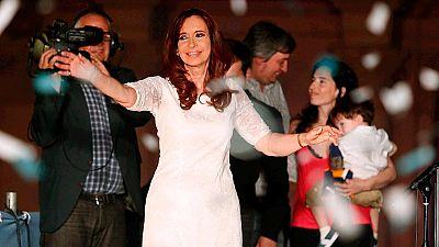 Cristina Fernández dice adiós a la Presidencia de Argentina arropada por miles de kirchneristas