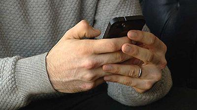 Los psicólogos advierten del exceso de tiempo que dedicamos al móvil