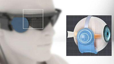 Realizado el primer implante de un ojo biónico en a una persona sordo-ciega en Barcelona