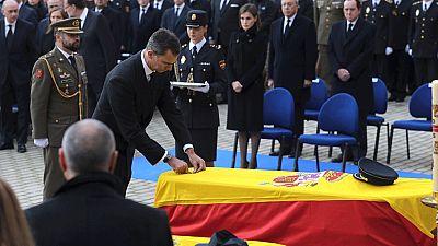 Los reyes y los líderes políticos asisten al funeral por los dos policías asesinados en Kabul