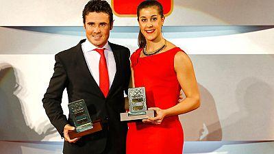Son los deportistas del año para el Comité Olímpico Español. Carolina Marín, campeona del mundo de bádminton, y Javier Gómez Noya, campeón del mundo de triatlón, han sido homenajeados en la gala del COE.