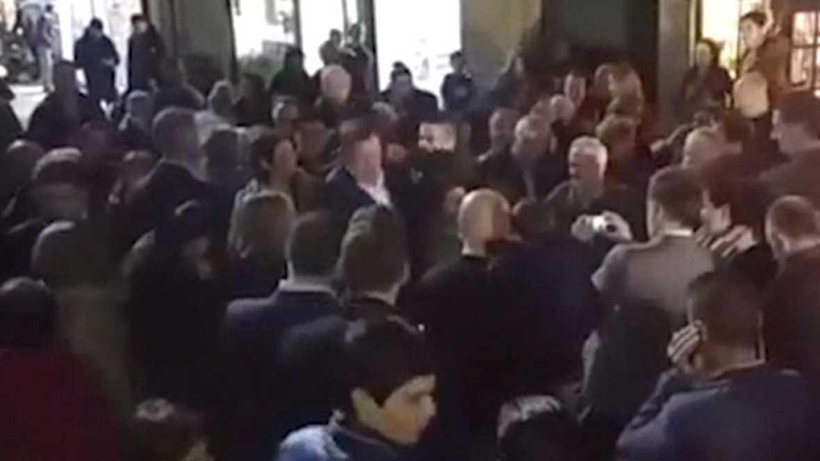 Rajoy, agredido por un joven en plena calle en Pontevedra