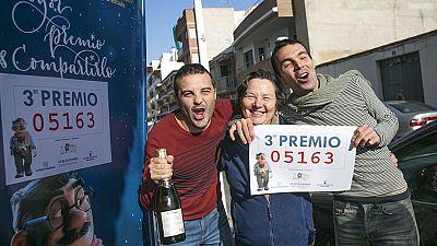 Lotería de Navidad 2015: El tercer premio, 5.163, el último en salir y muy repartido