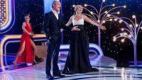 """Los hermanos Fernando y Cayetana Guillén-Cuervo interpretan el éxito de Sergio Dalma """"Bailar Pegados"""", uno de los temas más recordados del Festival de Eurovisión en los años 90."""