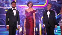 Mónica López, Albert Barniol y Martín Barreiro -las caras de 'El tiempo' en TVE- cantan un clásico de Eurovisión y los karaokes :'Yo soy aquel', de Raphael.