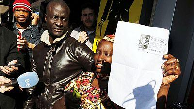 Varios inmigrantes subsaharianos, entre los afortunados con el Gordo de la Lotería de Navidad en Roquetas de Mar