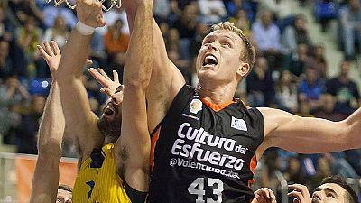 El Valencia Basket consiguió una sufrida victoria ante el Iberostar Tenerife (82-86) y se mantiene invicto al firmar su mejor arranque histórico en la ACB (13-0).