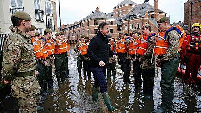 Críticas al gobierno de David Cameron por la falta de previsión ante las inundaciones en el norte de Inglaterra