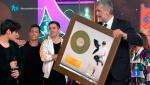 Gala Inocente Inocente 2015 - Abraham Mateo recibe su disco oro en la Gala Inocente Inocente 2015
