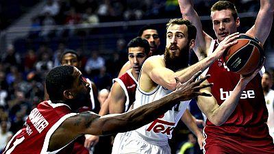 El Real Madrid estren� con victoria el 'Top 16' de la Euroliga dentro del Grupo F este mi�rcoles ante el Brose Baskets Bamberg (82-79), un partido que salvaron los de Pablo Laso con su reacci�n en la segunda mitad en el Barclaycard Center liderada po