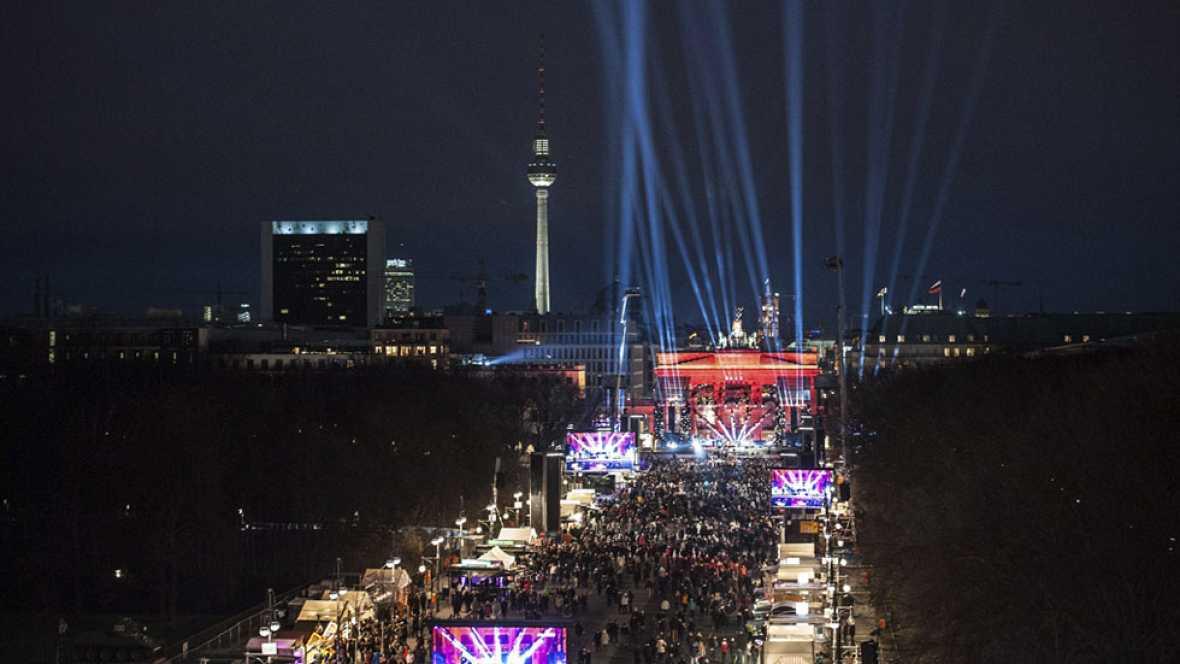 El mundo celebra la llegada de 2016 con espectaculares fuegos artificiales