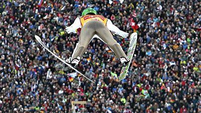 El esloveno Peter Prevc, líder de la Copa del Mundo de esquí nórdico, reforzó su liderazgo al imponerse este viernes en Garmisch-Partenkirchen (Alemania), segunda prueba del torneo Cuatro Trampolines de saltos de esquí, cuya general también encabeza