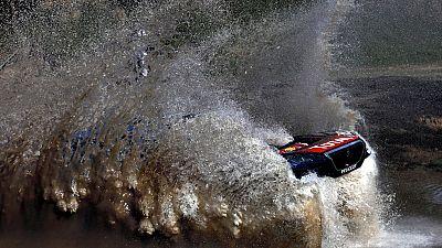 """La organización del Dakar 2016 anunció este domingo la cancelación de la primera etapa de la prueba, entre las ciudades argentinas Rosario y Villa Carlos Paz, por """"razones de seguridad"""", después de las tormentas sobre el sector de la especial del día"""