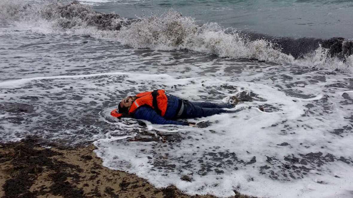 Al menos 21 refugiados, tres de ellos niños, mueren al naufragar su bote en las costas de Turquía