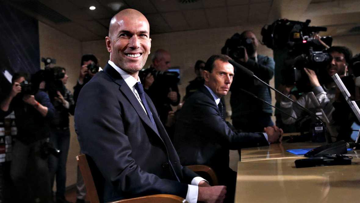 """El nuevo entrenador del Real Madrid, Zinédine Zidane, ha asegurado  este martes en su primera rueda de prensa en el cargo que """"el fútbol  bonito siempre ha sido importante"""" en el equipo blanco y que él va a  """"estar en esta línea"""", tratando de que su"""