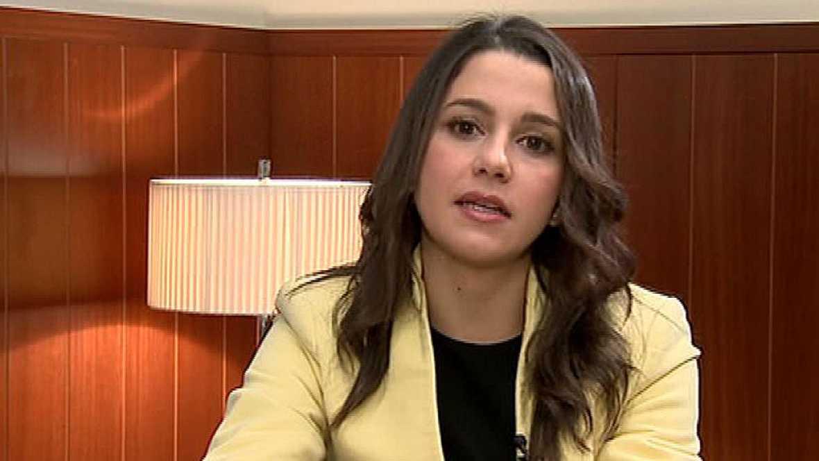 """Arrimadas insta a lograr un pacto de gobierno en España como """"mejor alternativa"""" al independentismo"""