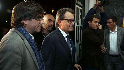 El Parlamento de Cataluña investirá hoy al alcalde de Girona y presidente de la AMI, Carles Puigdemont (CDC), como el presidente de la Generalitat en sustitución de Artur Mas, que llevaba al frente del Ejecutivo catalán cinco años, desde 2010.El plen