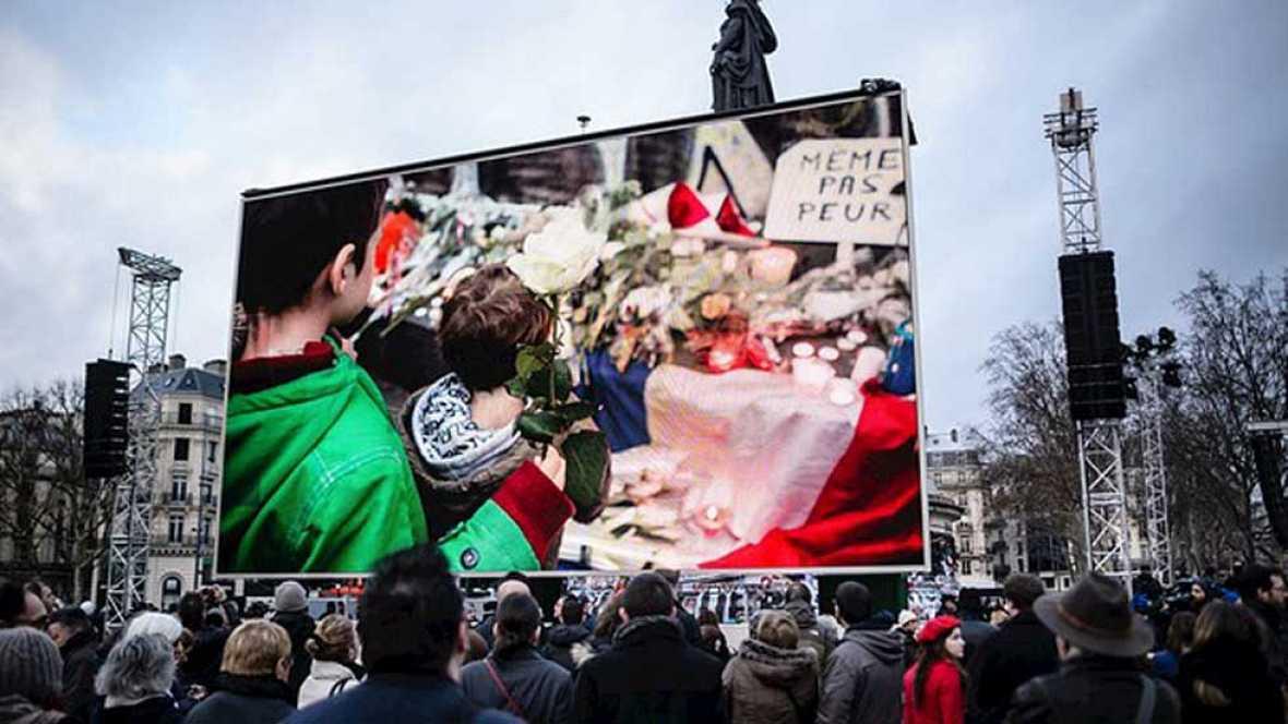Homenaje a las casi 150 víctimas de los atentados yihadistas de París el año pasado