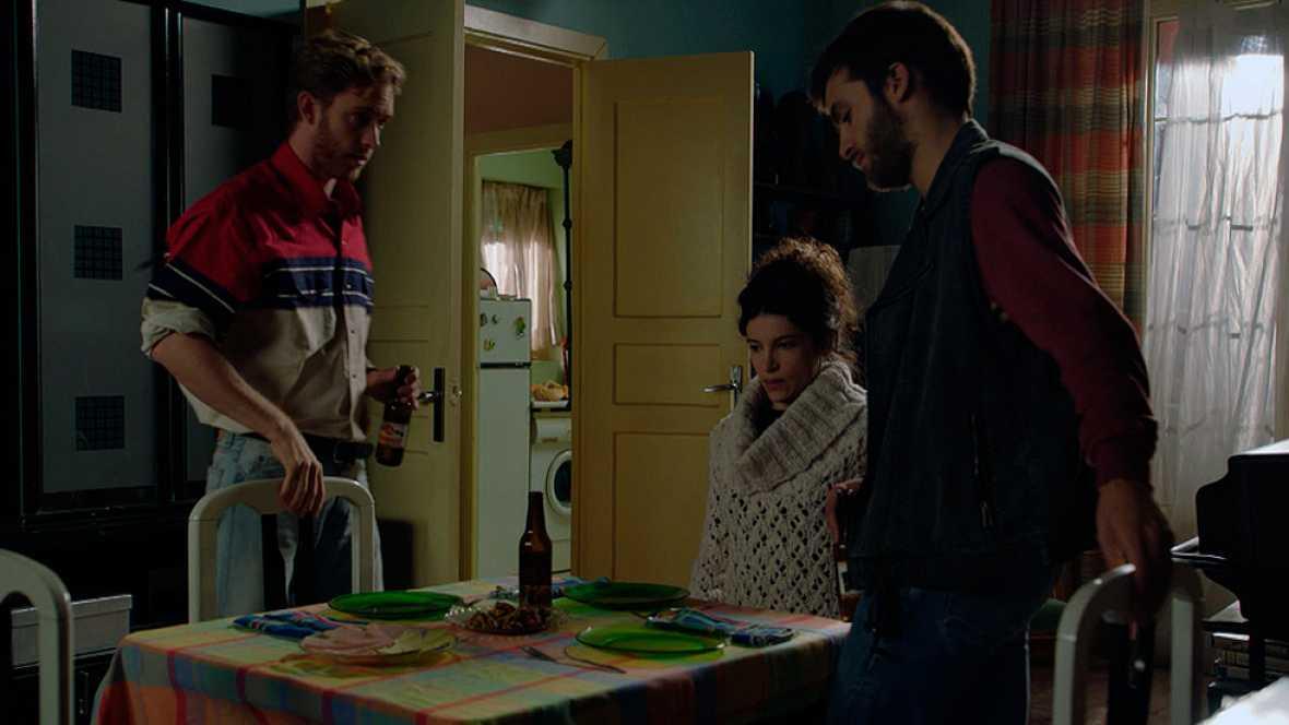 Carlos, Inés y Toni deciden ayudar a sus padres