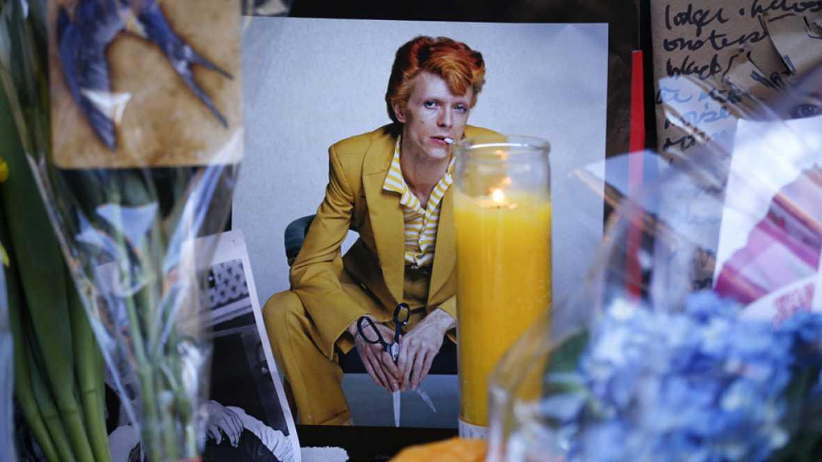 """Artistas y políticos lamentan la muerte de Bowie, un """"héroe"""" de la música"""