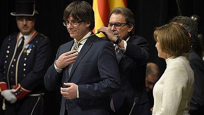 """Puigdemont promete fidelidad al """"pueblo de Cataluña"""" y pasa por alto la Constitución"""