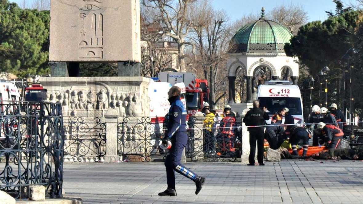 Mueren diez turistas extranjeros en un atentado suicida en el centro de Estambul