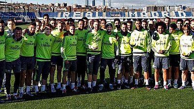 La plantilla del Real Madrid felicitó hoy en la Ciudad Deportiva de Valdebebas al portugués Cristiano Ronaldo, al croata Luka Modric, a Sergio Ramos y al brasileño Marcelo por su inclusión en el once mundial de 2015.