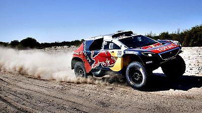 """El espa�ol Carlos Sainz (Peugeot), que este martes se ha situado en el liderato de coches del Dakar, ha declarado que tiene que ser prudente porque """"todav�a queda mucha carrera por delante"""". """"Tenemos que ser prudentes; todav�a queda mucha carrera por"""