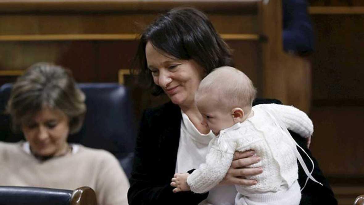 El bebé de Bescansa acapara la atención en el primer día de la legislatura