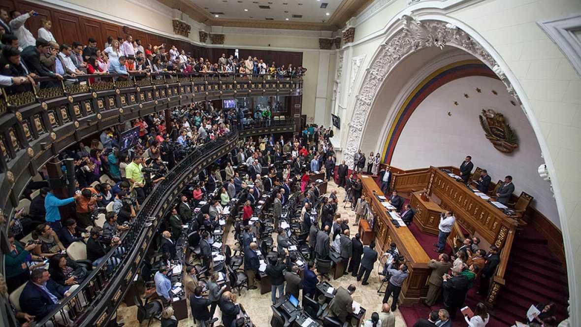 La Asamblea de Venezuela aparta a los diputados suspendidos tras la decisión del Tribunal Supremo