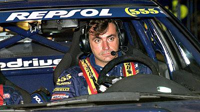 Sainz dijo adi�s al Dakar un d�a despu�s de hacerse con el  liderato en la categor�a de coches. Su triunfo el martes -y el  abandono de Loeb- hac�an presagiar un segundo t�tulo del madrile�o,  que sigue peleado con el 'raid' m�s exigente del planeta.