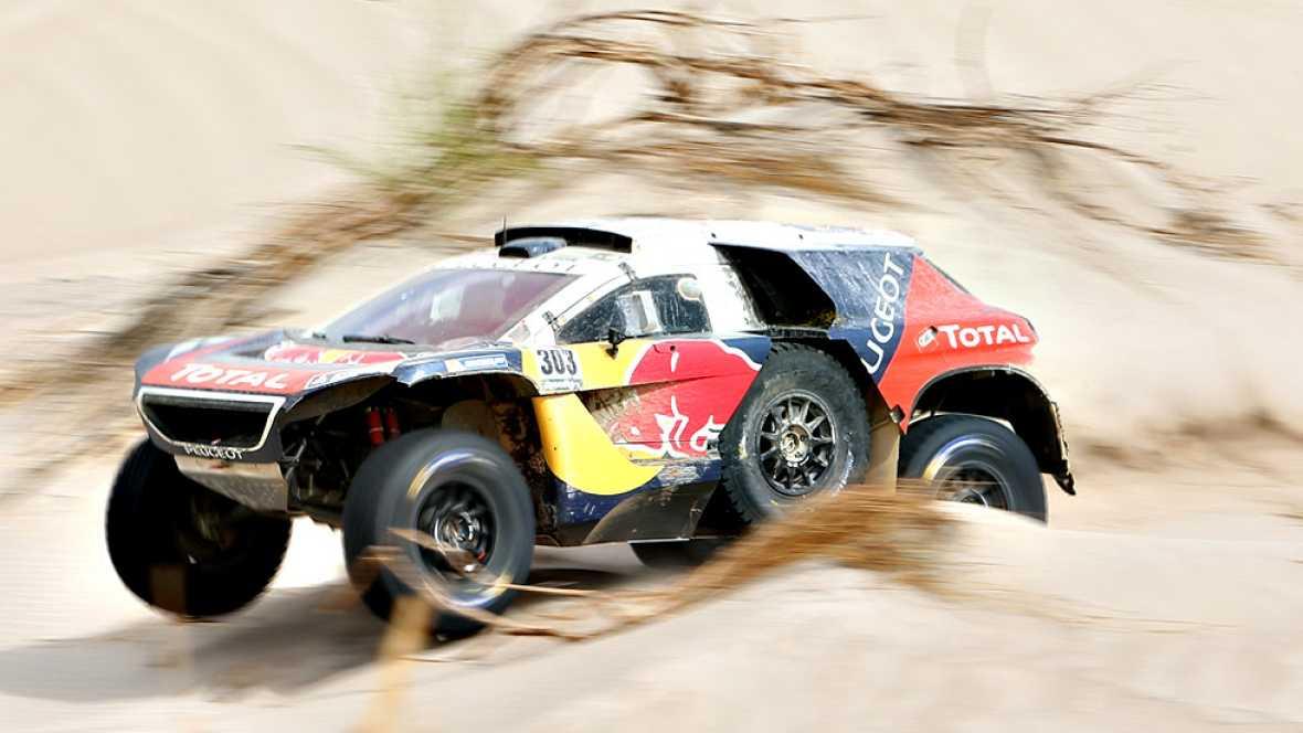 El español Carlos Sainz, que el martes había asumido el liderato de la prueba de coches en el Dakar, tuvo este miércoles un problema en la pieza que se ubica entre la caja de cambios y el motor durante la décima etapa, que derivó en su quinto abandon