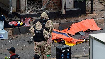Varias explosiones y un tiroteo en el centro de la capital indonesia causan al menos seis muertos