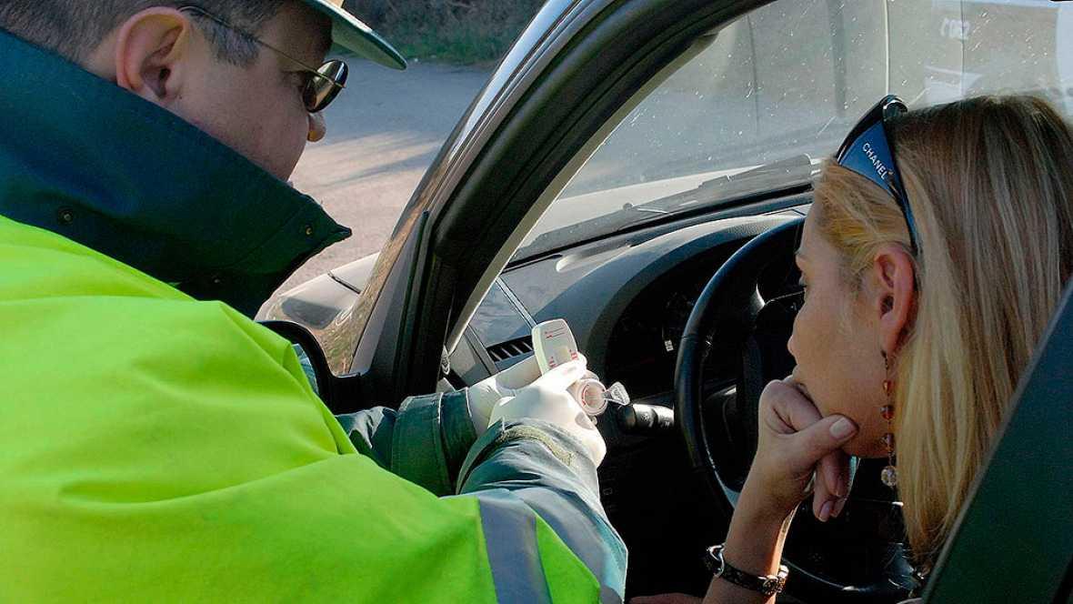 4 de cada 10 menores de 30 años reconoce haber conducido alguna vez tras haber bebido